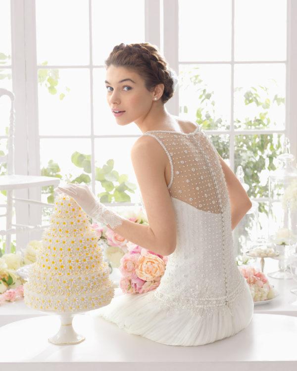 Brudekjole Abigail - De smukke stofknapper fulender denne skønne brudekjole.