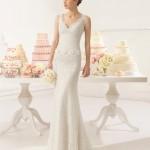 Brudekjole Adeline med skøn blonde, perler, havfruefacon, hjerteformet ryg samt lille slæb.