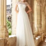 Brudekjole Mar med fin blondetop med lille ærme, blød silketyl med slæb.