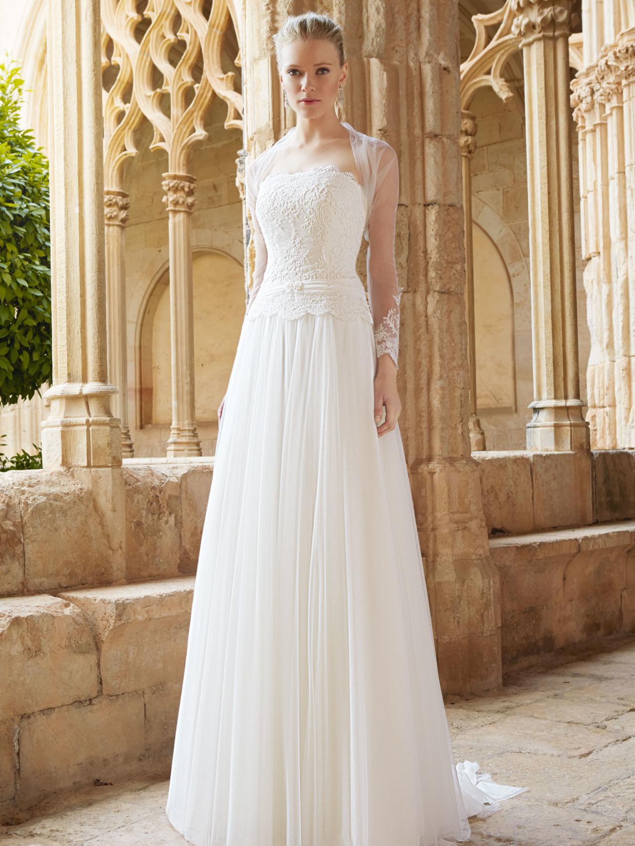 blonde brudekjole med ærmer