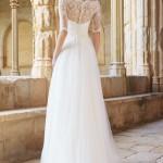 Brudekjole Monaco med blondetop med ærmer, stofknapper samt slæb med silketyl.