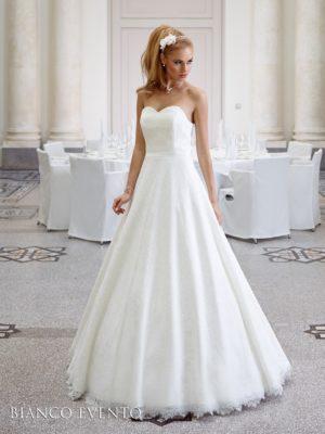 Brudekjole Aster i blonde med A-linje.