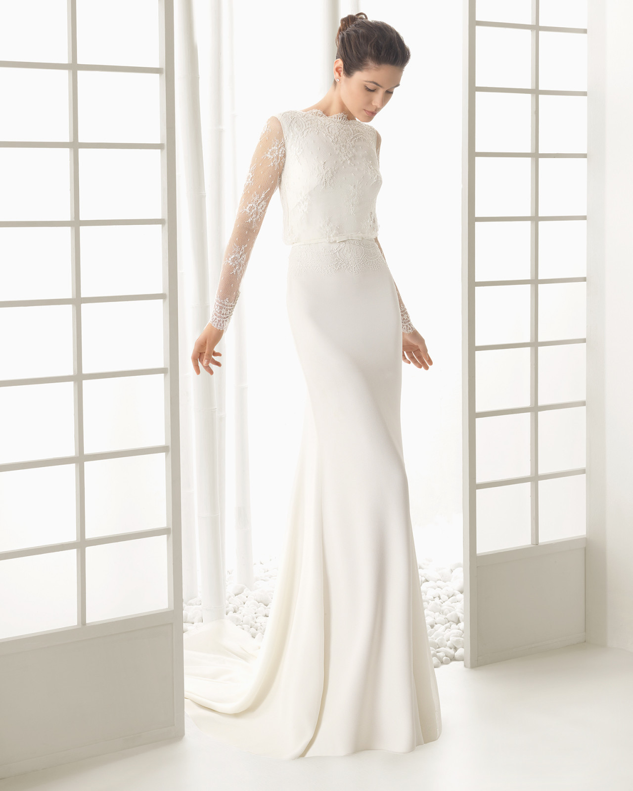 brudekjole med blonde ærmer