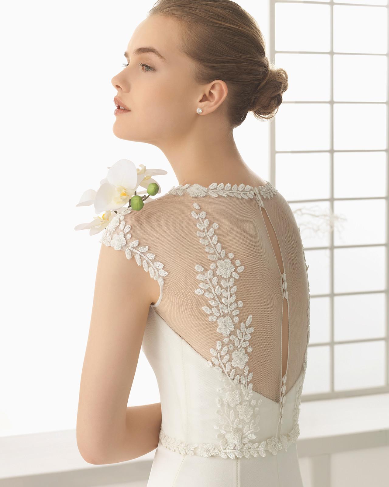 77898d90 Brudekjole Debut i Georgette med fransk blonde og skøn ryg med knaplukning.  Debut. Debut