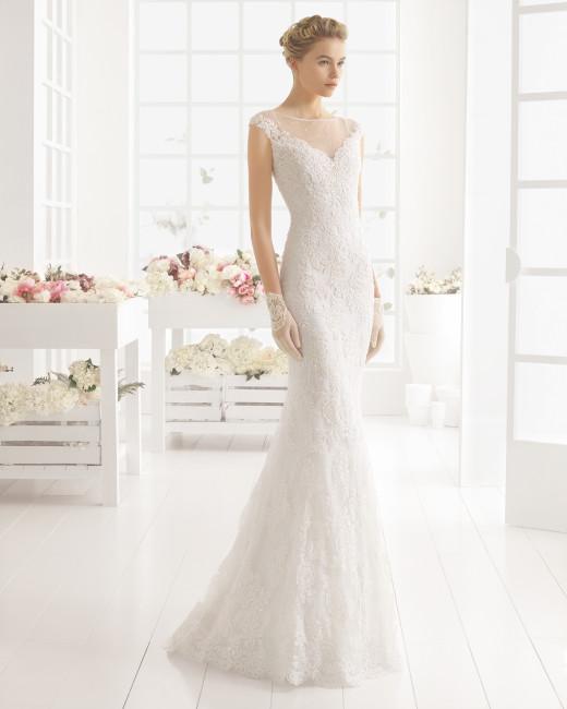 Brudekjole 2016 Maldivas i blonde dækket med tyl for og bag.