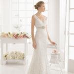 Brudekjole Malta i blonde med V-skæring