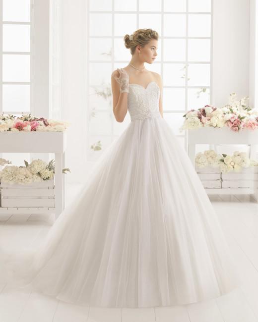 Brudekjole 2016 Marea med sweetheart, perler samt fyldigt tylskørt