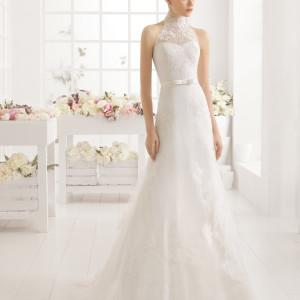Brudekjole i tyl og blonde med højhalset blonde krave.