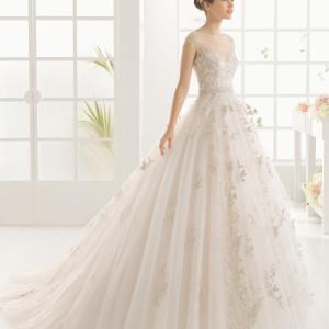 Brudekjole Monaco i smuk fransk blonde og fyldigt prinsesse skørt.