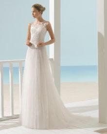 Brudekjole Xenon i tyl med bådudskæring, blonde og perler