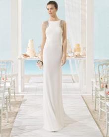 Brudekjole Xilof i chiffon med lille ærme og dyb ryg.