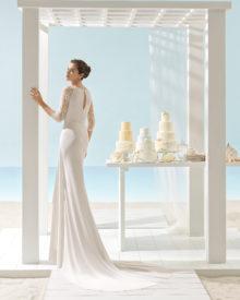 Brudekjole har en smuk dyb ryg dække med fin blonde