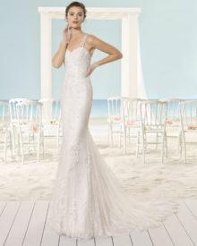 Brudekjole Xoel i blonde med stropper, havfruefacon og lille slæb.