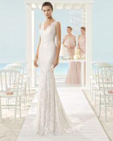 Brudekjole i smuk fransk blonde med V-skæring.