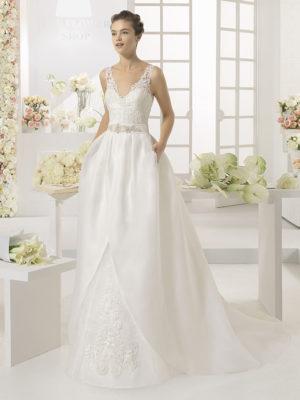 Brudekjole Carisa kan tilføjes med aftageligt slæb.
