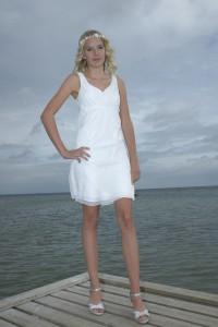Konfirmationskjole Beach 5 i chiffon med draperinger, stropper og empire snit.