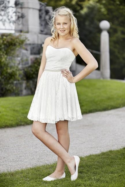 Konfirmationskjole Rie i blonde med bælte.