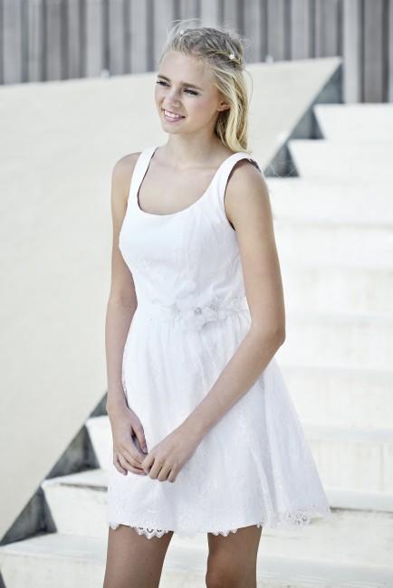 Konfirmationskjole Simone i chiffon med blondekant.