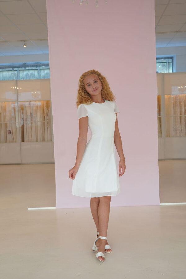 Denne smukke konfirmationskjole kan prøves i vores Butik/Showroom hos Copenhagen Bridal